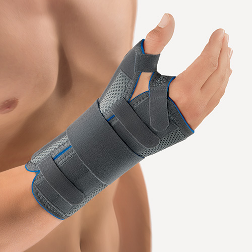 The image shows a patient wearing the SellaTex